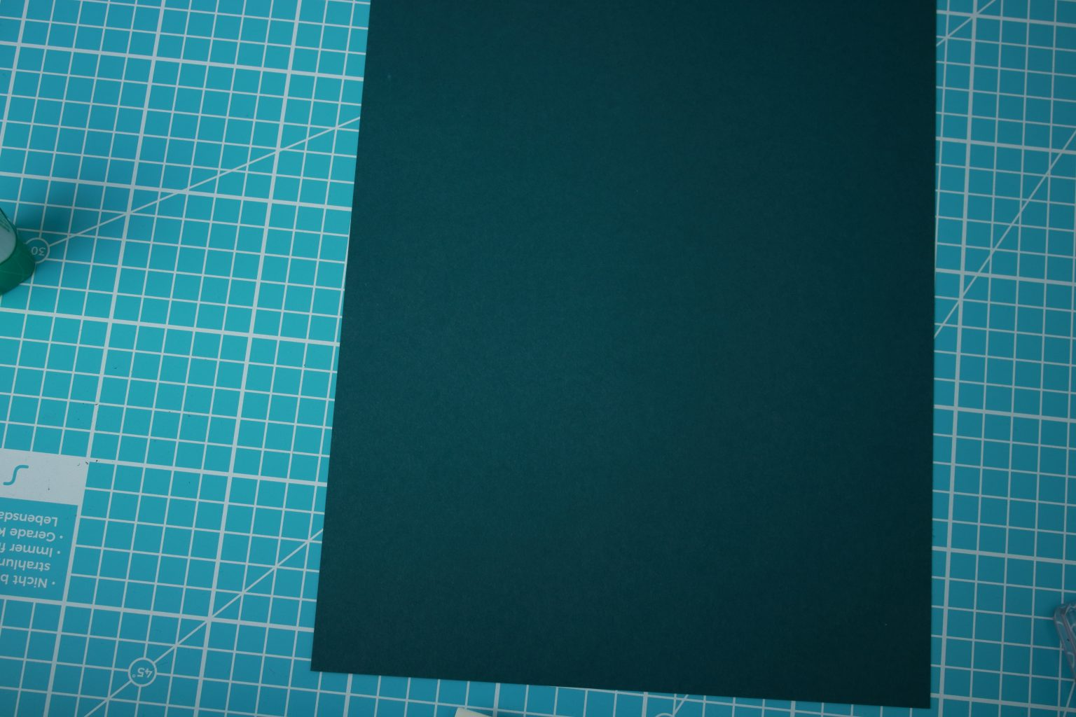 Einen weiteren Farbkarton habe ich dann auf 14,9 cm x 27,85 cm zugeschnitten.